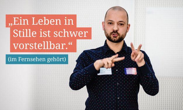 """Benedikt S. Gerardo: """"Ich bin nicht taubstumm, sondern nur taub und kommuniziere in Gebärdensprache."""""""