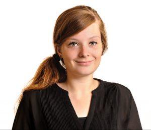 Profilbild von Judyta, die direkt in die Kamera lächelt