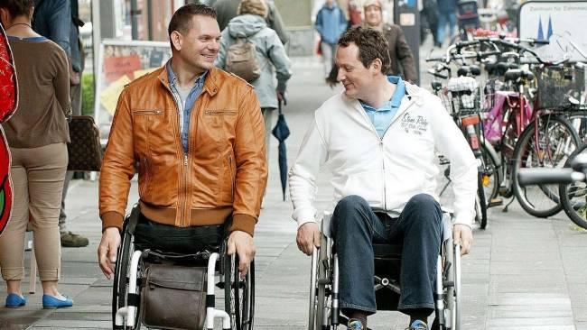 Spazieren gehen kann man auch mit Rollstuhl