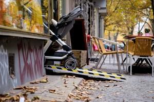 Pressebild_MapMyDay_Kinderwagen_Rampe_Weiland