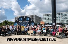 Käfig-Demo zu #NichtMeinGesetz