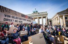 Papp-Protest und Spree-Sprung #NichtMeinGesetz