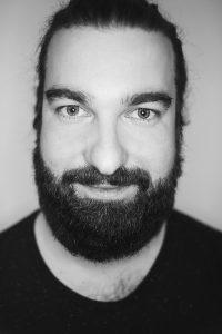 Porträtbild in schwarz weiß von Andi Weiland