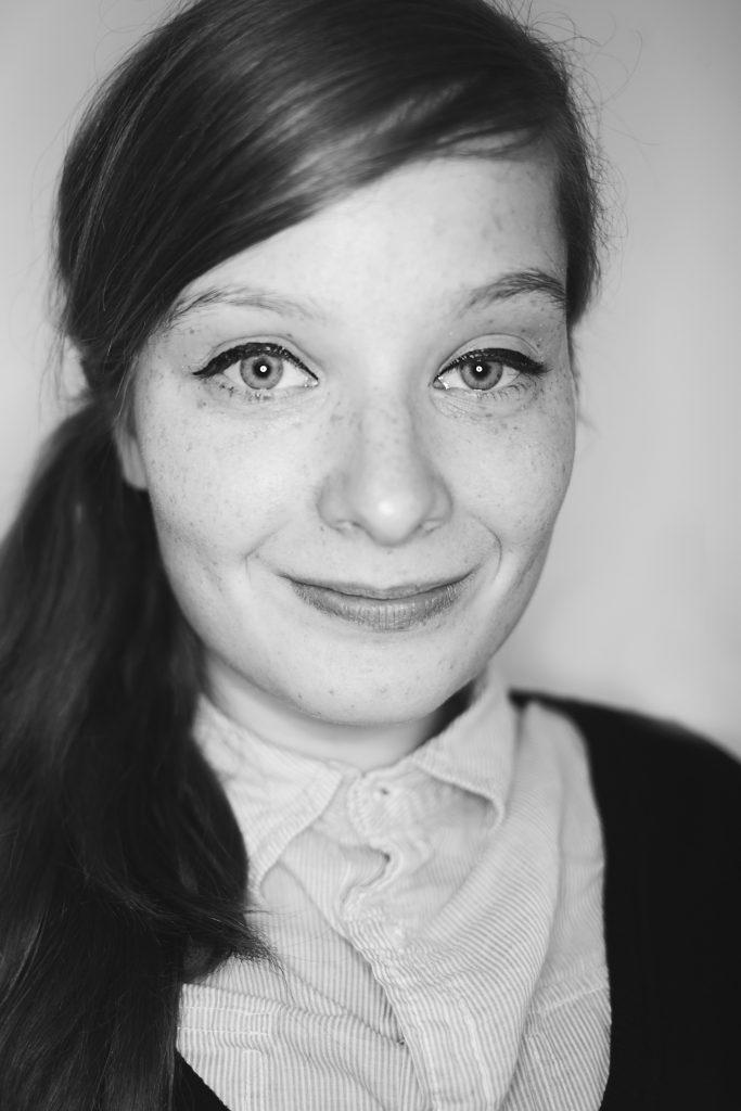 Porträtbild in schwarz weiß von Judyta Smykowski