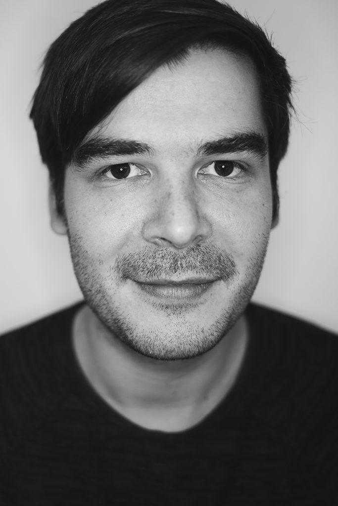 Porträtbild in schwarz weiß von Paul Wrusch