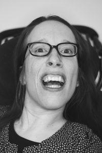 Porträtbild in schwarz weiß von Marie Gronwald