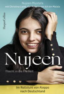 """Die Autorin Nujeen lächelt in die Kamera. Unter ihr steht: """"Nujeen - Flucht in die Freiheit"""""""
