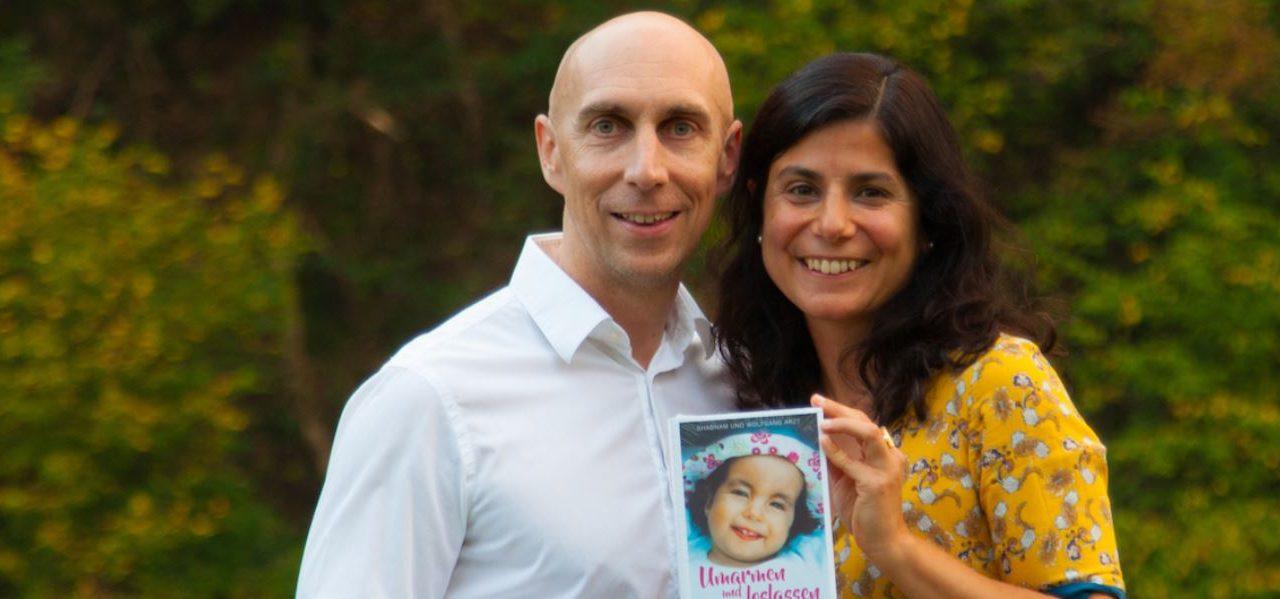 """""""Umarmen und loslassen"""": Ein Buch über das Leben mit Trisomie 18"""