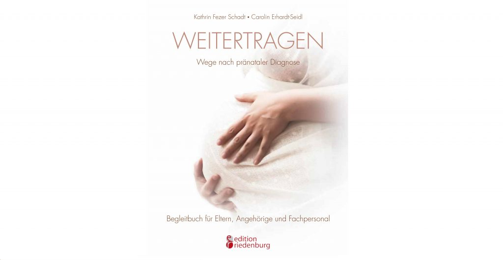 Buchcover von weitertragen. Ein Bauch einer schwangeren Frau ist zu sehen.